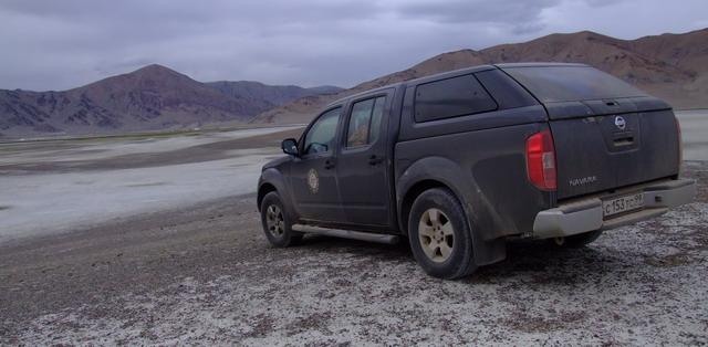 Спустя час в Монголии машина покрылась слоем пыли, такой и еще более грязной она будет более 20 дней. В Монголии машину мыть бесполезно!