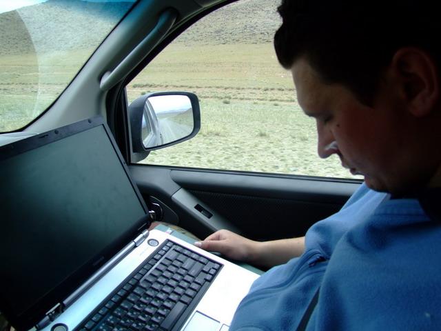 В Монголии нет дорог, а есть направления движения, поэтому рядом c водителем