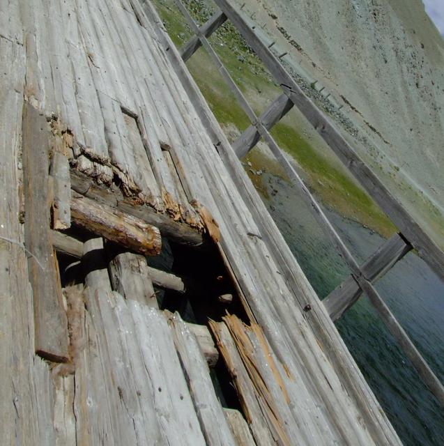 Единственный мост через Ховд по пути к прекрасному озеру Хотон-Нуур.