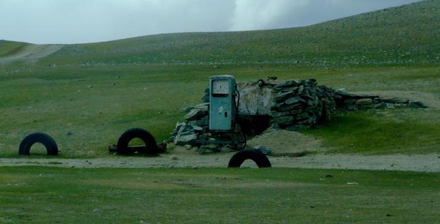 Типичная монгольская заправка.
