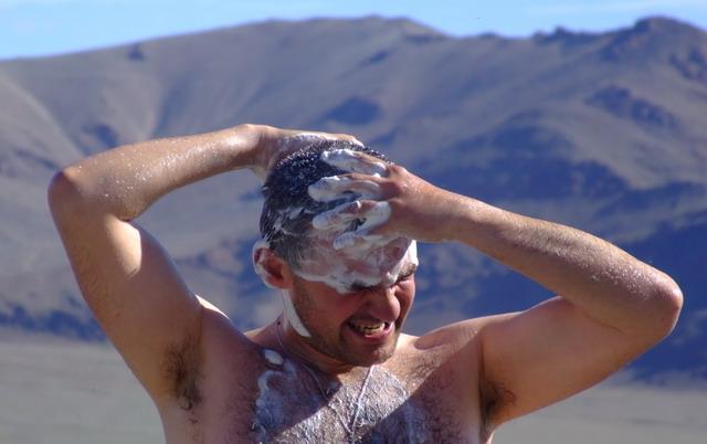 Ежедневный душ – это не про Монголию. Проще всего мыться в озерах и реках, правда, немного холодно.