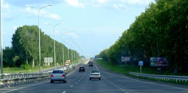 На наш взгляд, в Кемеровской области лучшая во всей России дорожная разметка и знаки.