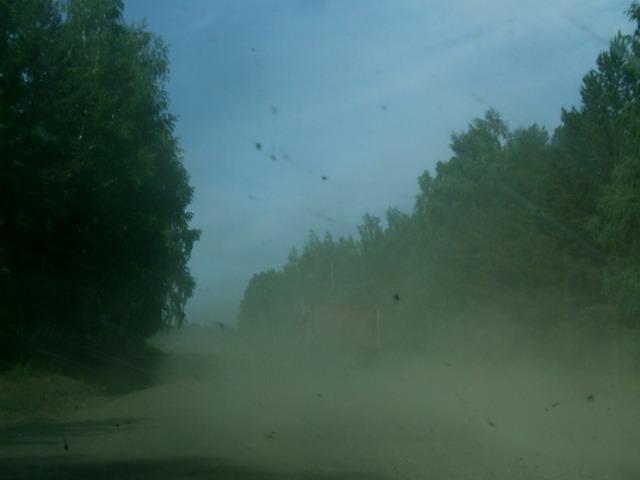 Дорога Иркутск-Красноярск «не очень». Наверное, худший участок всего нашего путешествия по России. Но после Монголии – это все смотрится хайвеем и «детскими шалостями» дорожных строителей.