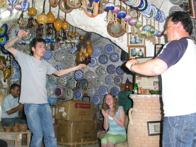 В керамической мастерской Хакана.