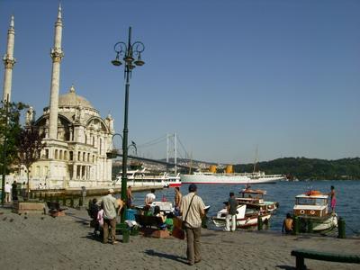 Мост через Босфор, район Ортакёй, Стамбул.