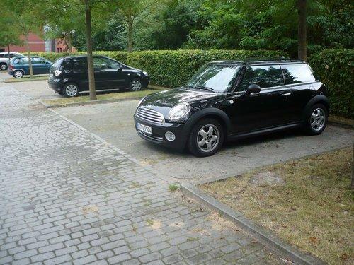 Мой авто на парковке у гостиницы.