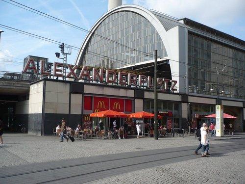 Главный туристический центр Берлина – Александрплатц.