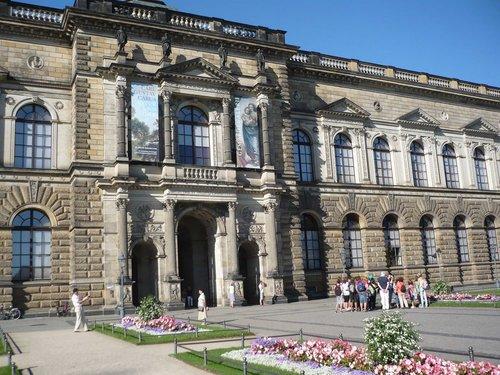 Дрезден. Главный вход в галерею.