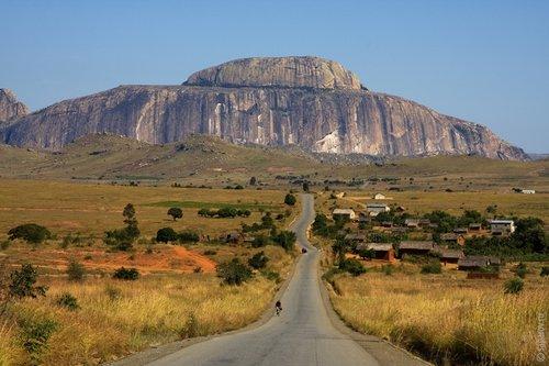 Это знаменитая гора «Большая шляпа». Одно из самых узнаваемых мест на острове.