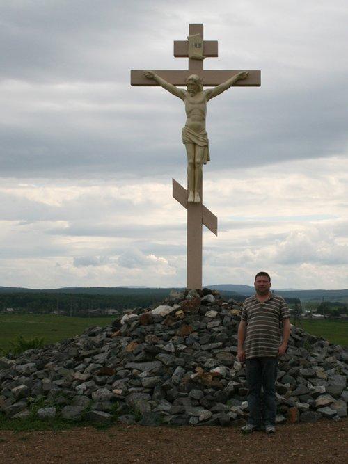 Крест на выезде из Тисули.