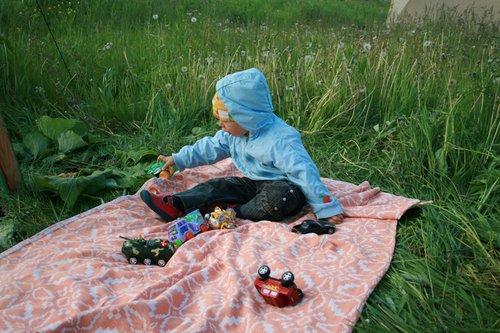 Ребенок сразу успокоился и нашел себе занятие.