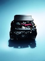 2,5-литровый оппозит для европейских и американских версий автомобиля создали потому, что японский мотор (который меньше объемом, но мощнее и моментнее, да и турбина у него twin-scroll) не удовлетворяет экологическим требованиям. 2,5-литровый мотор знаком по другим моделям компании. Изменения — доработки турбины, интеркулера, управление клапанами Dual AVCS.
