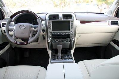 Интерьер Lexus GX 460