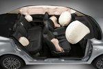Нетрадиционное решение для автомобиля в этом классе — раздельные подушки безопасности для пассажиров на заднем сидении.