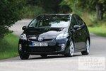 Toyota Prius может уверенно проходить повороты.