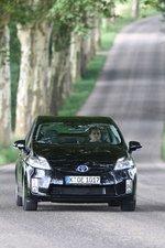 На тесте Prius показал расход 5,9литра на 100километров, в обычных условиях эксплуатации его аппетит значительно скромнее.
