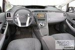 При разработке приборной панели Toyota могла бы лучше постараться.