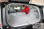 При складывании задних сидений образуется ровная поверхность для багажа.