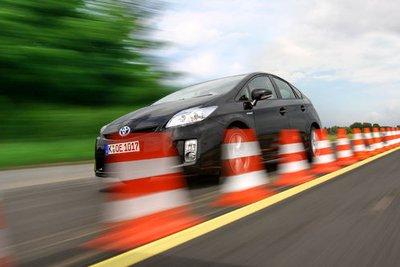 Своеобразная форма кузова Prius плохо противостоит ветру.