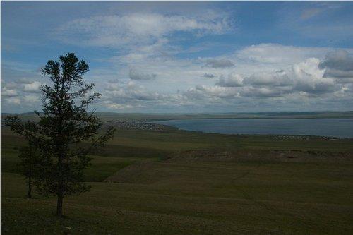 «Плоский» вид на озеро с сопки.