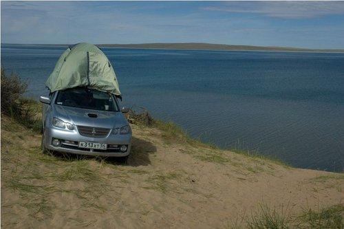 Лень — двигатель прогресса! Зачем разбирать и ставить вечером снова палатку, если можно взять ее с собой! :)