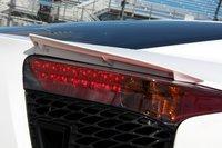 Небольшой спойлер над стоп-сигналом Lexus LFA