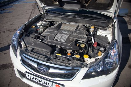 Subaru Legacy GTS (моторный отсек)