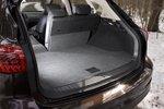 Багажное отделение, часть спинки заднего дивана сложена