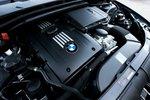 Трехлитровый турбированный рядный шестицилиндровый мотор 335i выдает 300л.с. и 406Нм крутящего момента.