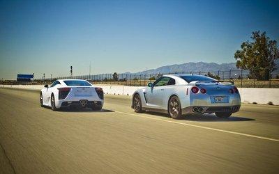 Lexus LFA опережает Nissan GT-R