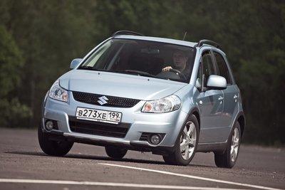 Разница между полноприводным вариантом и переднеприводным на асфальте проявляется только при выходе из поворота, когда задняя ось немного помогает. Вообще же, максимальный момент, который поступает к задним колесам, — 50%.