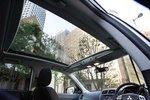 В комплектации G для панорамного люка с подсветкой на крыше добавлены рейлинги.