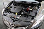 2,5-литровый 4-цилиндровый двигатель в сочетании с 6-ступенчатой коробкой передач дает расход топлива 12,6км на литр (8л на 100км). Объем топливного бака — 64л.