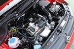 Если сравнить новый двигатель со стандартным 1,4-литровым, его мощность увеличилась на 20л.с., а крутящий момент — на 4,4кг-м. Расход топлива в режиме 10/15 также возрос на 3км/л