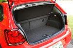В багажнике вместо запаски есть набор для ремонта проколотых шин