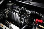 В 1,5-литровом двигателе HR15DE впервые была установлена уникальная система двойного впрыска топлива, и в нем также установлена система изменения фаз газораспределения. Добавлены масляные форсунки для охлаждения поршней двигателя, снижен расход топлива. Для модели Juke расход топлива составляет 19км/л. На осень запланировано появление более мощного варианта с непосредственным впрыском топлива и турбонаддувом. Все это появится в сочетании с полноприводной трансмиссией и вариатором.
