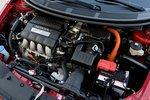 Полуторалитровый рядный четырехцилиндровый мотор СR-Z дополнен гибридной вспомогательной системой Honda IMA. Итоговая мощность – 122 л.с.
