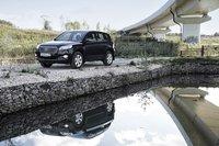 Эта фотография с Toyota RAV4 2010 вмполе могла бы и обмануть зрителя. Облагороженный камень, проточная вода - как будто в Японии, но нет - Подмосковье