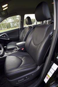 Toyota RAV4 передний ряд сидений