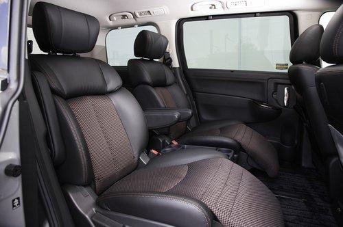 Nissan Elgrand. Салон
