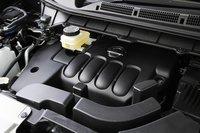 2.5-литровый двигатель QR25DE. Расход топлива в режиме 10/15 составляет 11.6 км/л (передний привод).