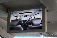 Nissan Elgrand. Монитор для пассажиров задних сидений