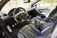 Место водителя в салоне Peugeot RCZ