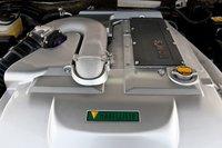 3,5-литровый V-образный 6-цилиндровый двигатель 2GR-FSE оснащен суперчарджером Tom\