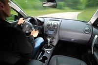 Поворотные переключатели для климат-контроля расположены у Nissan\