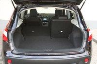 Nissan Qashqai длиннее своего конкурента на 4сантиметра, однако при сложенных спинках заднего сиденья объем его багажника значительно больше. Максимальный объем багажа для него составит 1513литров.
