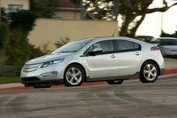 На первый взгляд, Chevrolet Volt – это симпатичный четырехдверный хэтчбек, которому просто посчастливилось получить высокотехнологичную начинку, использующую сразу два источника энергии: электричество и бензин.