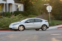 В смешанном режиме наш Chevrolet Volt расходовал 7,5 л бензина на 100 км. В электрическом режиме его расход был около 39 киловатт часов на каждые 160 км.
