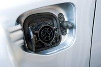 Как и у всех готовящихся к выпуску гибридов plug-in и электромобилей, у Prius стандартный разъем SAE J1772 для зарядки батареи. Машина может заряжаться как от 120-вольтовых сетей, так и от сети 240 вольт.