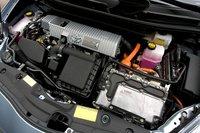 В отличие от Volt, двигатель Prius строится на цикле Аткинсона, у него алюминиевый блок, и он потребляет обычный бензин. Он точно такой же, как у обычного Prius.